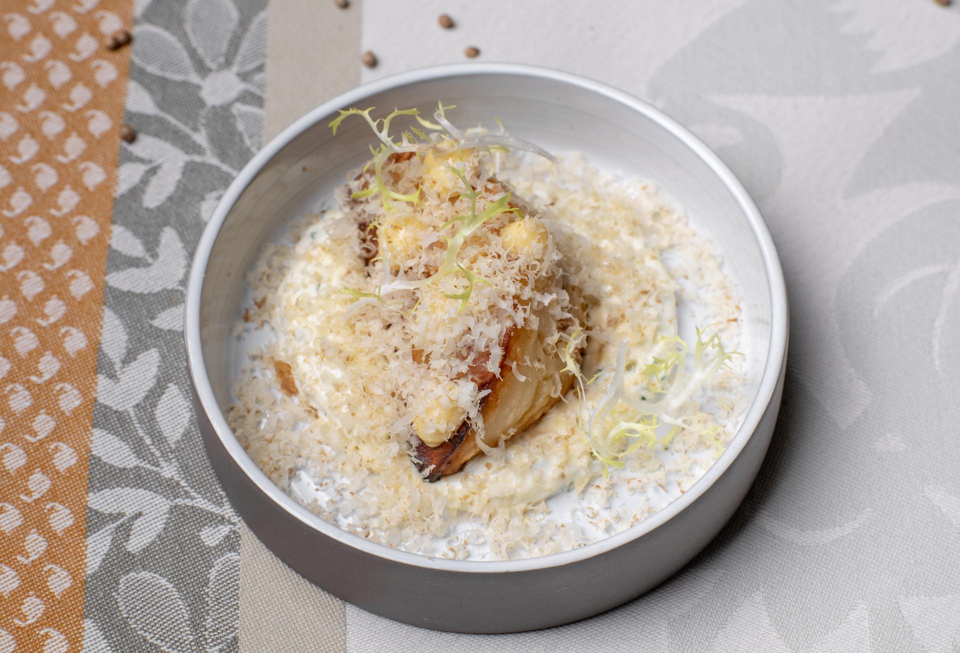 Pečený celer, lanýžový krém, vlašský ořech a balsamiko gel