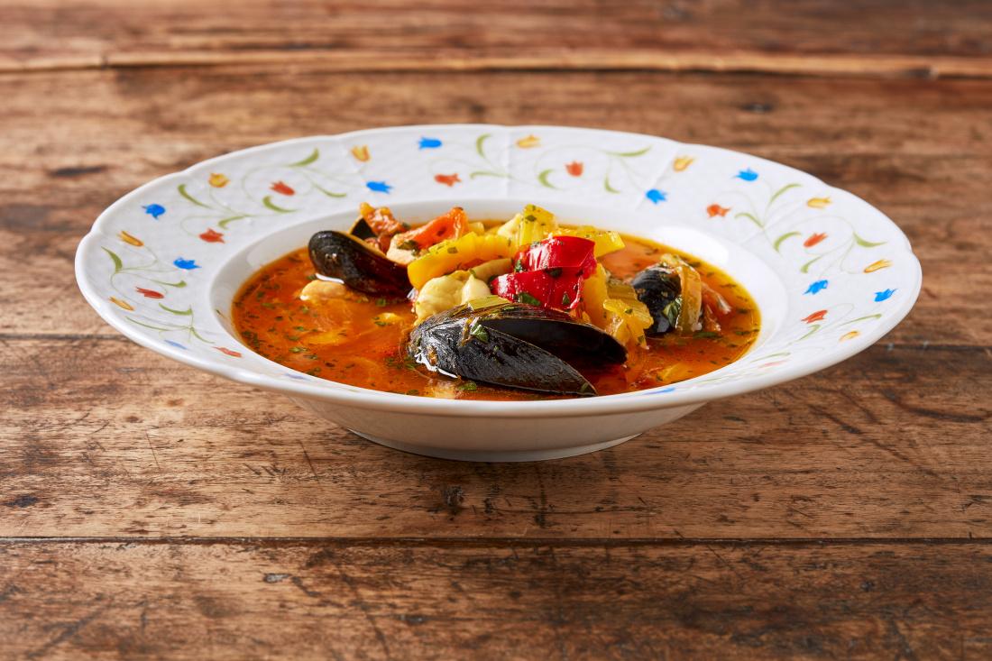 Rybí provensálská polévka se slávkami, šafránem, fenyklem a paprikami